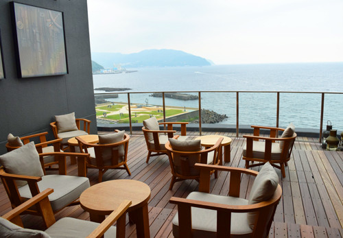 海風感じる伊東温泉の星野リゾート「界 アンジン」で湯上がりビールを