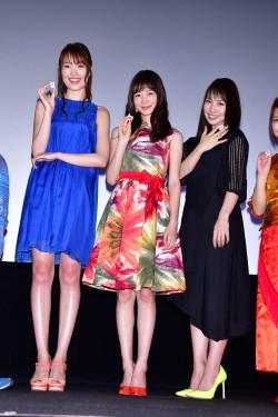 岡本夏美さんのカクテルドレス姿