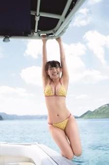 浅川梨奈さんの水着