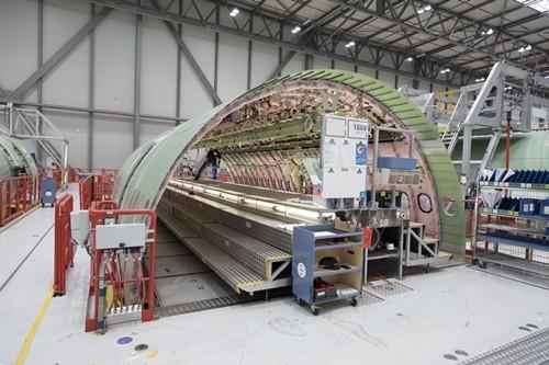エアバスは現地時間の10月6日、A330neoファミリーの2番目にあたるA330-800初号機の最初の部品の製造が順調に進んでいることを発表。A330-800の生産は、2017年末までに最終組立開始に向けて継続し、2018年の初飛行に備える...