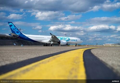 エアバスは10月19日、仏・トゥールーズ現地時間の10時(日本時間の17時)に、エアバスA330neoの初フライトを予定。飛行はA330最終組立ラインの本拠地であるトゥールーズ・ブラニャック空港からA330-900を用いて行い、現地での様子...