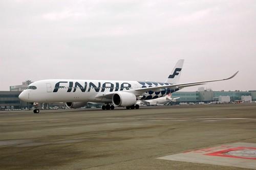 フィンエアーグループとデザインブランド「マリメッコ」のコラボレーションによる最新特別塗装機が、11月15日に成田空港に初めて到着した。この機体は、フィンエアーが9月に受領したエアバス最新鋭A350XWB(A350-900)の11機目の機体(...