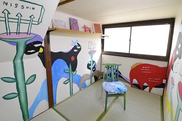 川崎に泊まれる美術館・ドヤアート宿所「日進月歩」誕生--羽田空港から30分