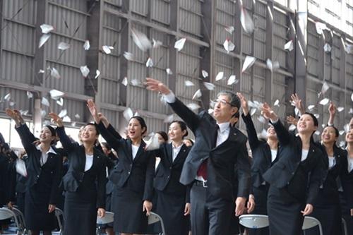 JAL入社式、1,642人に赤坂新社長...