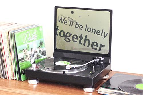 レコードの演奏に合わせて歌詞を表示、IoTレコードプレーヤー
