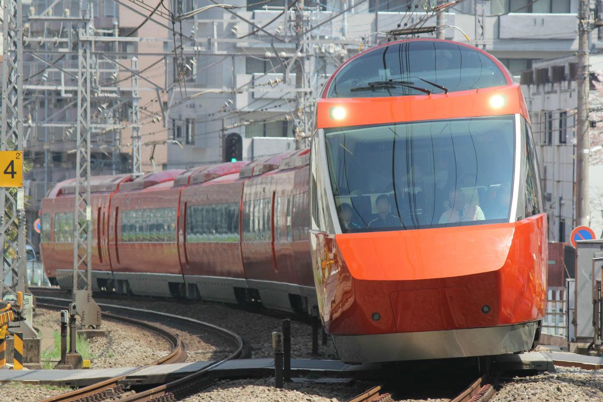 小田急ロマンスカー・GSE(70000形)臨時列車を紅葉シーズンに運転