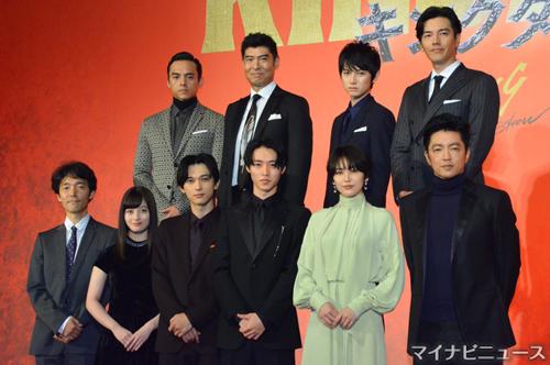 前列左から佐藤信介監督、橋本環奈、吉沢亮、山﨑