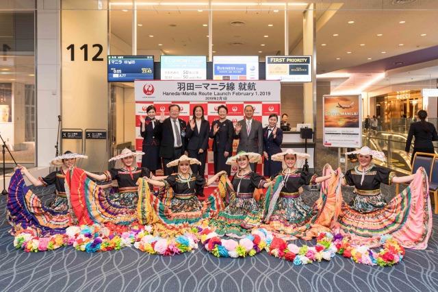 JAL、羽田-マニラ線が新規就航 - フィリピンの民族舞踊を披露