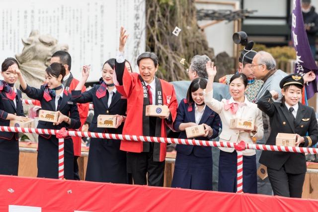 神田明神「節分祭」、JAL客室乗務員や女性副操縦士が参加