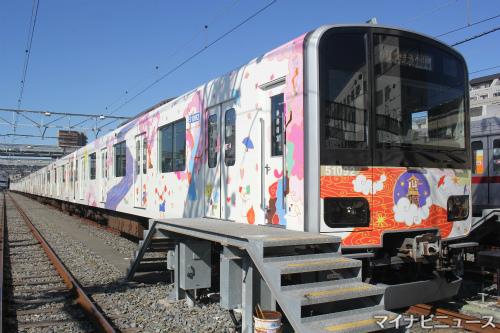 東武東上線50090型のラッピング車両「池袋・川越アートトレイン」がお披露目された(写真:マイナビニュース)