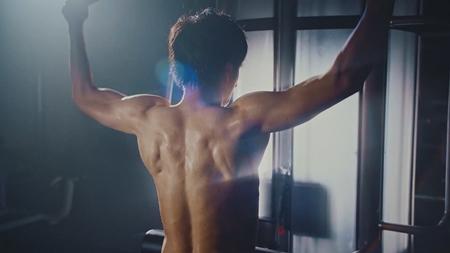田中圭、新CMで鍛え抜かれた肉体美を披露   マイナビニュース