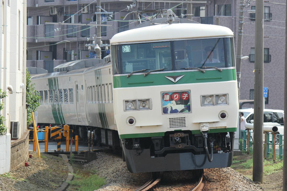 JR東日本185系「踊り子」昭和・国鉄の雰囲気残る特急列車で伊豆へ ...