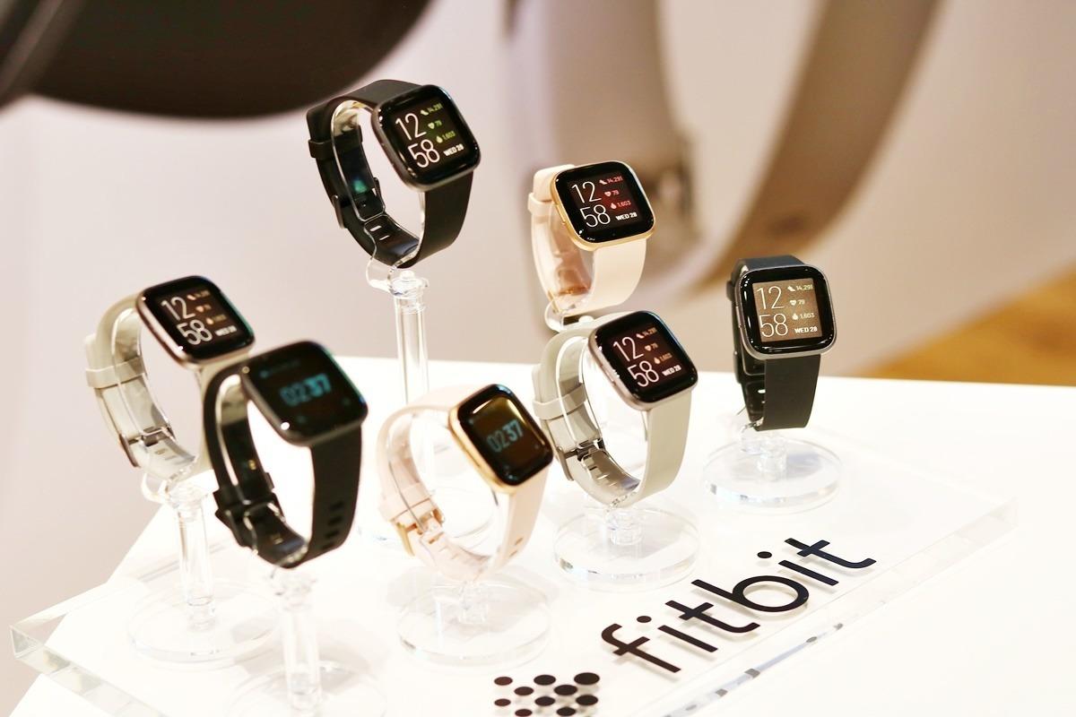 新スマートウォッチ「Fitbit Versa 2」が、仕事の質を向上させてくれる