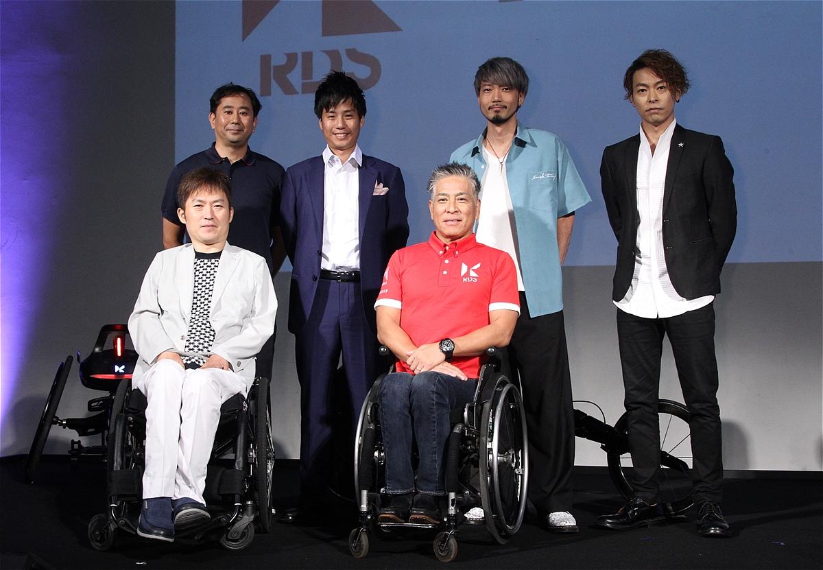 56歳の車いす陸上・伊藤智也が最新レーサーで2020年の金メダルを目指す ...