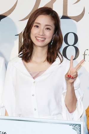 第2子出産の上戸彩、変わらぬ美貌で映画PR「家族に会いたくなっ