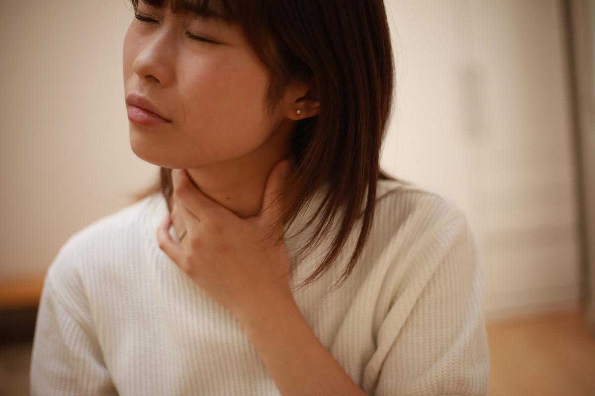 違和感 に の 喉 奥