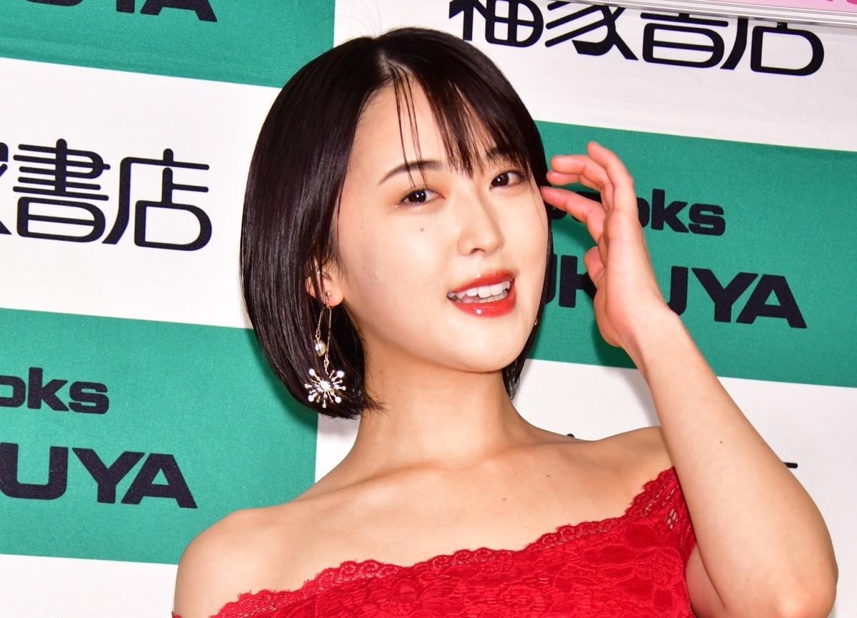 "Photo of G cup Oshino Sara, 2020 calendar "" Adult sexy feeling! ''"