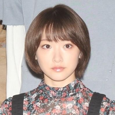 "Photo of Rina Ikoma, thanks to Mai Shiraishi of graduation announcement "" The beauty of Nogizaka is you ''"