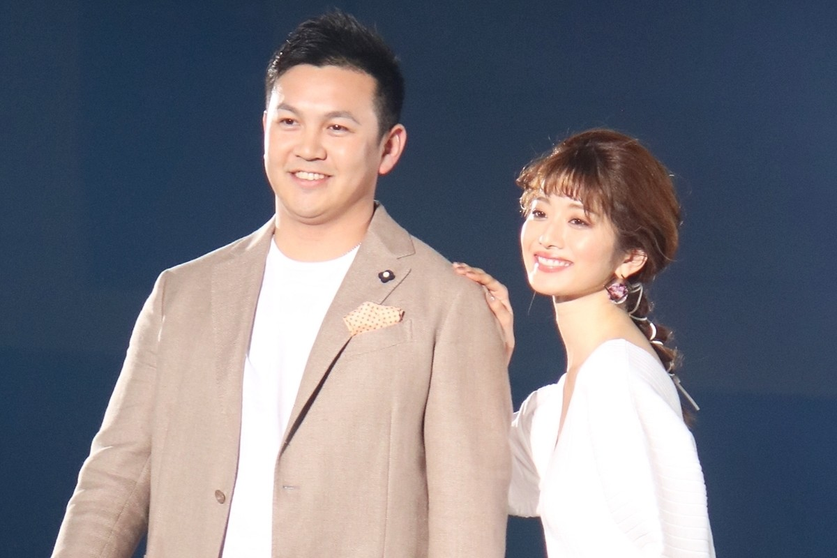 Photo of DeNA's guardian deity, Yasuaki Yamazaki, challenges the model! Runway with smile and Yumi Komuro