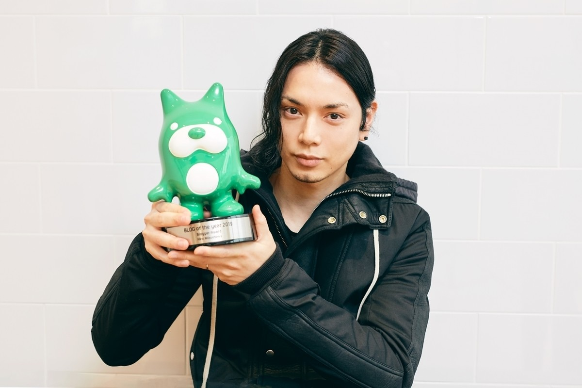 Photo of Hiro Mizushima enjoys blog excellence award