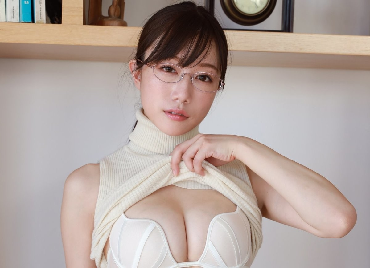 Photo of Popular companion Yuka Kominato, gravure advance with elegant features and outstanding style