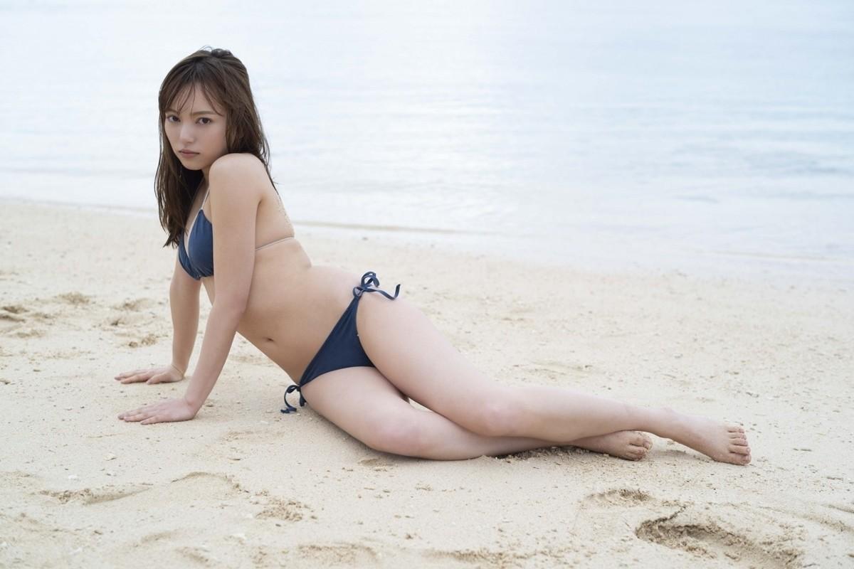 "Photo of Sayaka Komuro shows off her beautiful body in a bikini ""If you can show yourself as an adult …"""