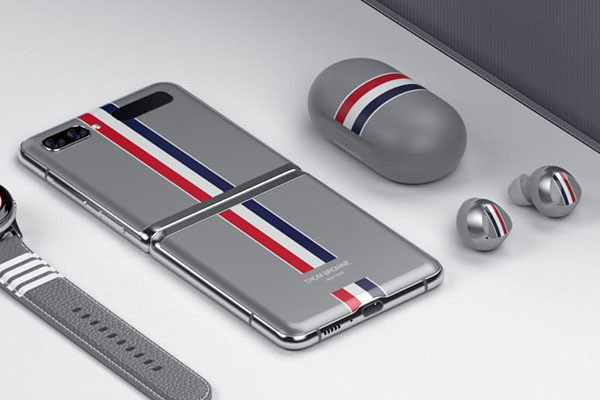 """Photo of Vertical folding smartphone """"Galaxy Z Flip"""", collaboration model with Thom Browne"""