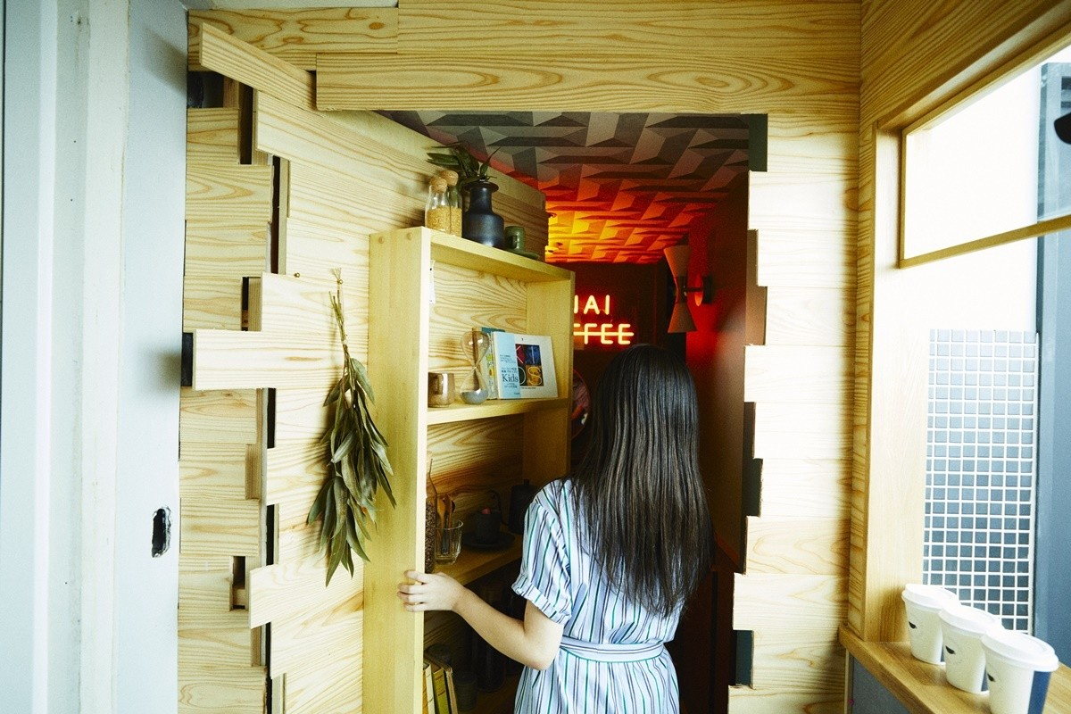 """コーヒースタンドに隠された謎を解くと案内される""""妖しいオトナ空間""""が気になると話題沸騰中"""