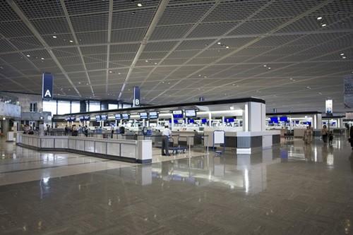 直近の航空業界トピックスを「ななめ読み」した上で、筆者の感覚にひっかかったものを「深読み」しようという企画。今回は、阪急電鉄の伊丹空港に乗り入れ案、エアアジア初の国内対面店舗について取り上げたい。