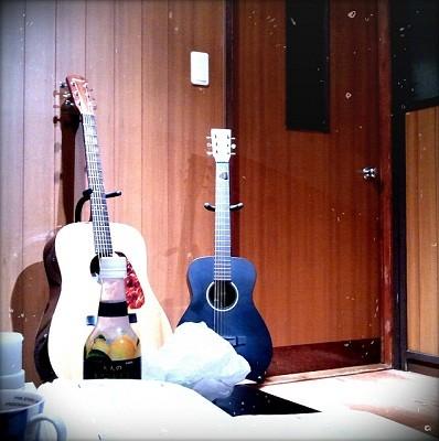 あなたの部屋みせてください (42) ギターを毎晩弾いている古い部屋