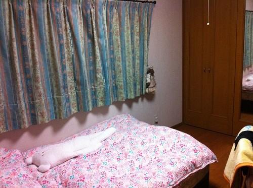 あなたの部屋みせてください (65) 手作りカーテンでキュートにまとめた部屋