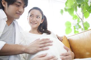 【連載】海外発! 美容と健康の気になる情報 第10回 第1子を持つ適齢期は女性25歳、男性27歳と米国民回答。専門家の回答は……