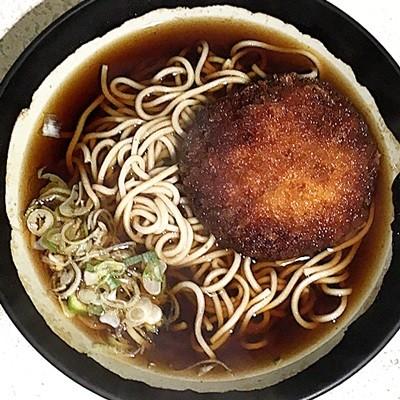 立ち食いそば散歩 (76) 昭和香る田町「まるちょう」の蕎麦は、こだわりに疲れた時に懐かしくなる味