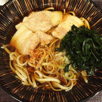 立ち食いそばをぶらりと食べ歩くこの連載。8杯目は「嵯峨谷」(東京都渋谷区)である。