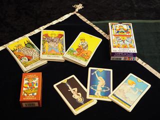 【コラム】恋愛運も自分で占える! 初心者向けタロットのいろは 第2回 何を購入したらいい? 種類や意味を知ってカードと仲良くなろう!