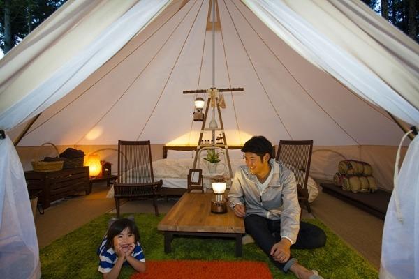 魅力的なのはどっち?禁断のお出かけスポット対決 第3回 「グランピングVSキャンプ」全国のおすすめ施設を紹介