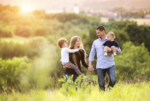 家族カードは費用対効果抜群!家族カードのメリットとデメリット