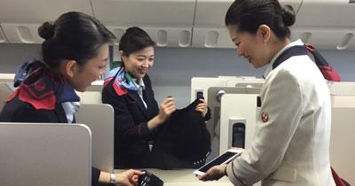JAL、客室乗務員の教育プラットフォームに「Teachme Biz」を導入 [事例]
