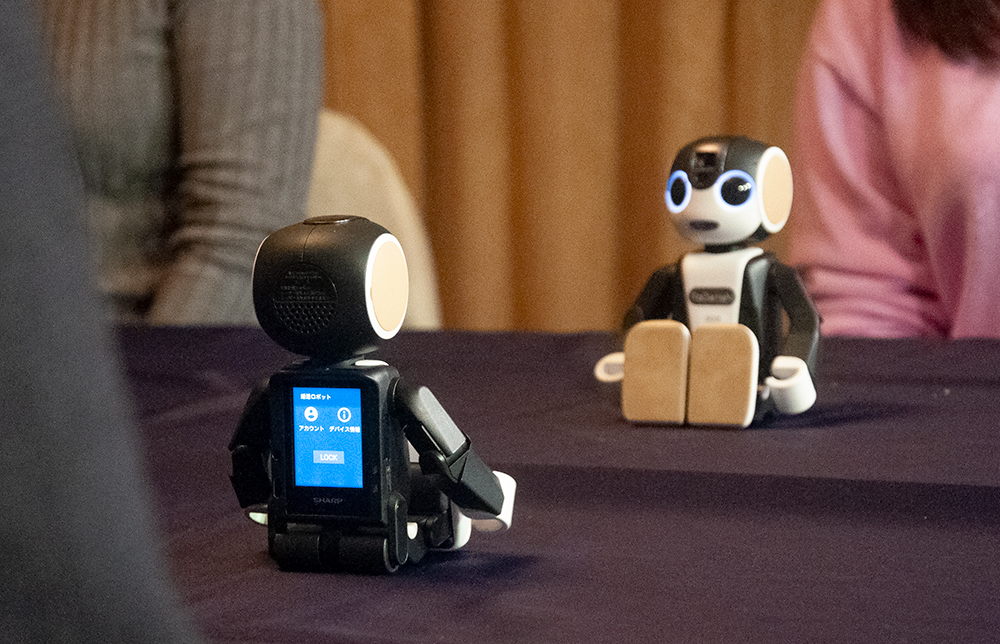 会話を代行するロボット婚活、効果やいかに