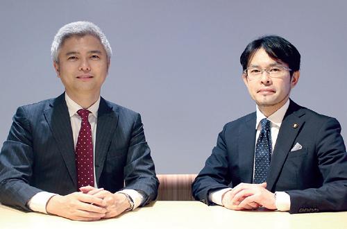 IoTNEWS 代表 小泉 耕二氏(左)、富士通 シニアエバンジェリスト 及川 洋光氏(右)