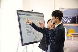 柳川高校はなぜ教育改革のキーデバイスに Surface Hub 2S を位置付けたのか