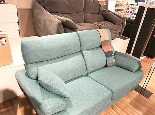 家具販売店のソファ