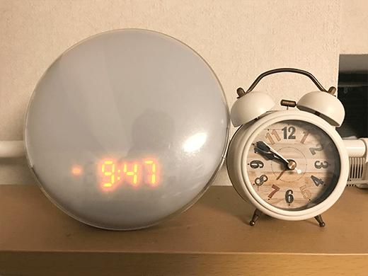 光目覚まし時計YABAEの大きさ比較