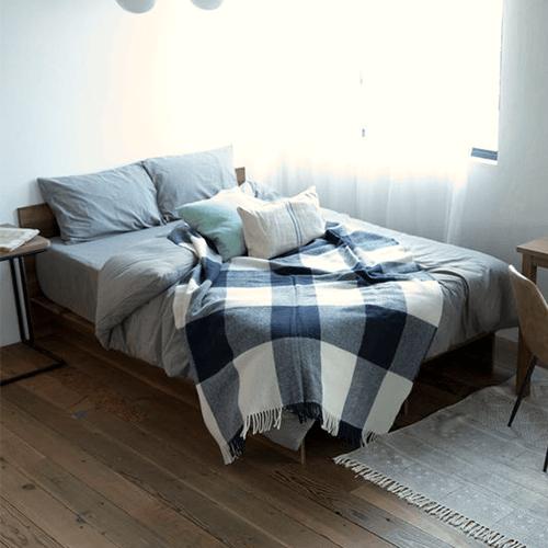 主張のないシンプルなベッド
