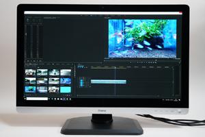 ムービー編集アプリ「Adobe Premiere Pro CC」では、サムネイルやタイムラインをより多く表示できる。よほど複雑な動画編集をしないかぎり、動画、音声トラックが隠れてしまうことはない。作業効率が向上することは間違いないだろう