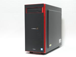 CPUのロゴシール以外は2モデル共通となるフロントフェイス。フロントパネルや5インチベイの周囲に施された赤いデザインが印象的