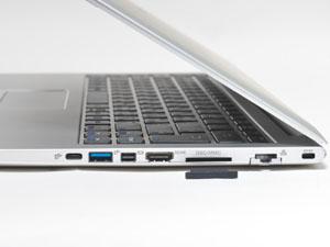 本体右側面の様子。セキュリティロックポート、ギガビットLAN、SD/MMCカードスロット、HDMI、Mini DisplayPort、USB 3.1端子、USB 3.1 Type-C端子を搭載