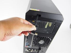 フロントのHDMIポートは、リアにあるコネクタをグラフィックスカードのHDMIポートへ接続することで利用可能となる
