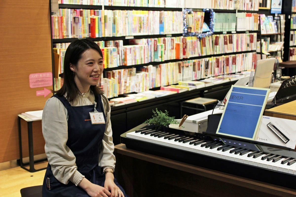 Photo of Shimamura Musical Instrument talks about the popular electronic piano with Bluetooth, despite its compact size and piano performance.
