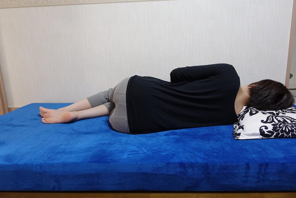 エムリリー横向き寝(女性)